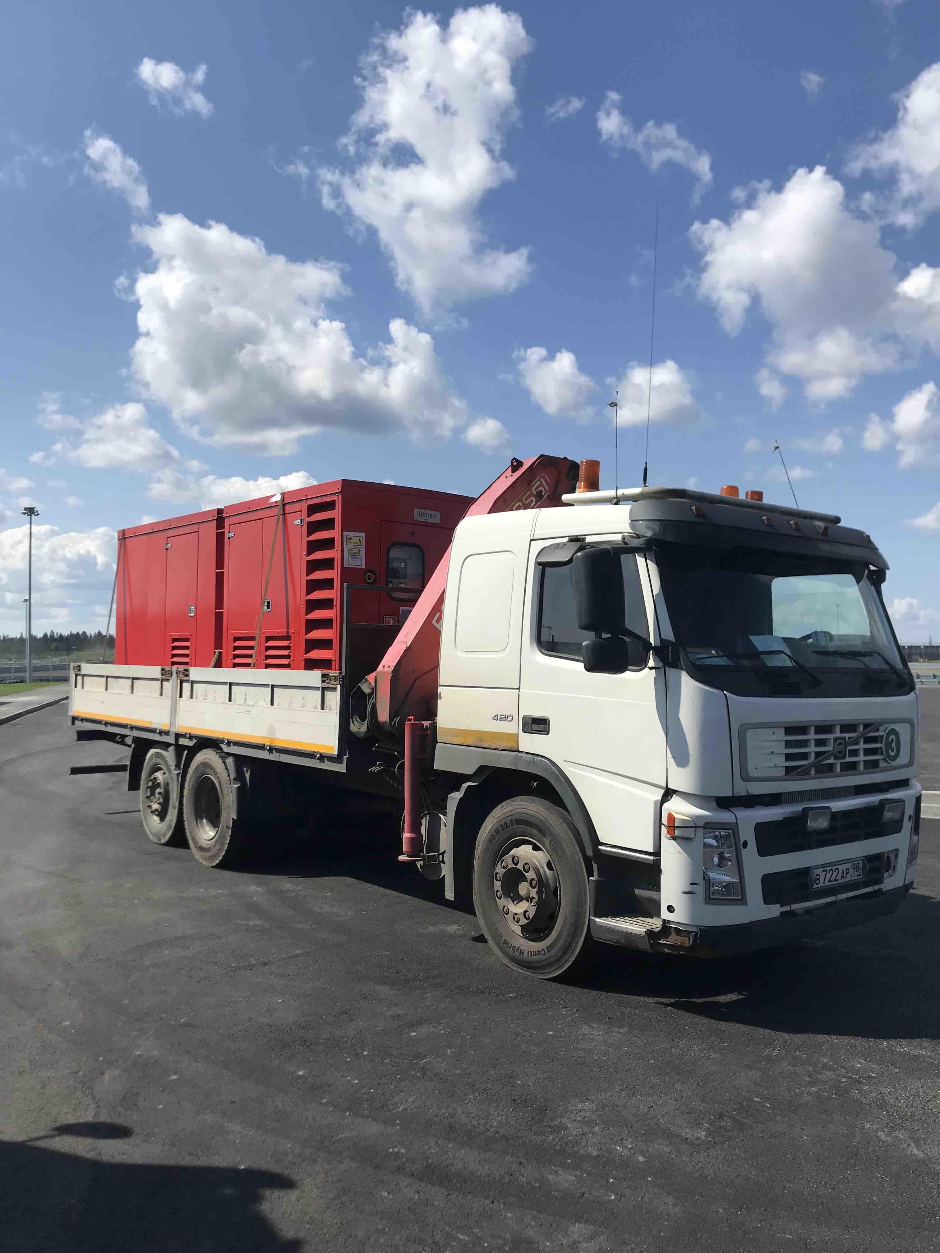 транспортировка дизельных генераторов автомобилем с манипулятором