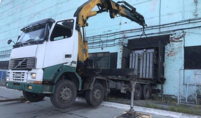 Погрузка и транспортировка 11-тонного трансформатора