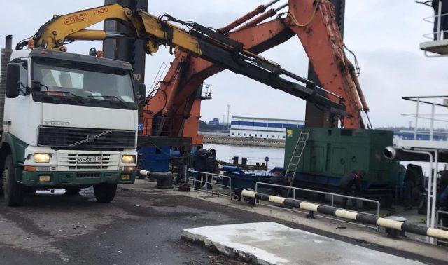 Выгрузка с корабля генераторов в 4.5 тонны